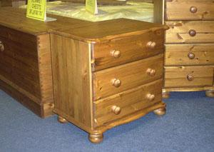Among our bedroom furniture pieces, we have a wide range of bedside cabinets.